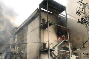 Hiện trường vụ cháy nhà máy bánh kẹo tại KCN Sóng Thần 2