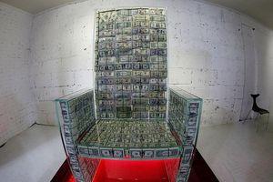 Choáng với 'ngai vàng' được làm từ 1 triệu USD tiền mặt của tỷ phú Nga