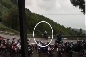 Triệu tập nhóm đối tượng tổ chức 'biểu diễn' xe máy trên đèo Hải Vân