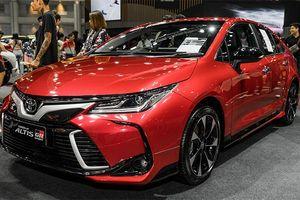 Toyota Altis GR Sport giá 32.600 USD