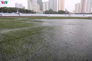 BTC SEA Games cào nước đọng ở sân Rizal, không hoãn trận U22 Việt Nam-Singapore