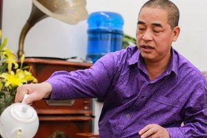 Bố Hùng Dũng mời hàng xóm hai nồi lẩu để mừng U22 Việt Nam