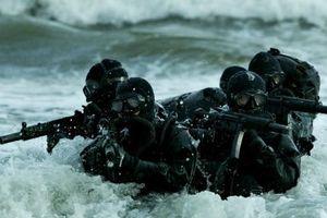 Đặc nhiệm Hải quân Mỹ thể hiện sức mạnh đáng sợ qua loạt ảnh ấn tượng