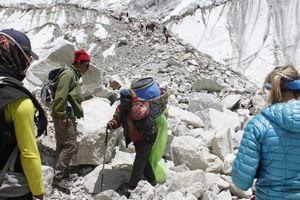 Người phụ nữ Malaysia vượt qua 'một núi phân người' để leo Everest