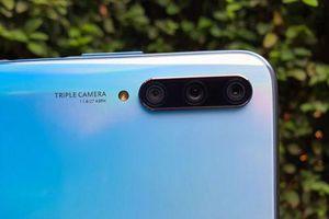 Cận cảnh smartphone tầm trung 3 camera sau, RAM 6 GB, pin 4.000 mAh tại Việt Nam