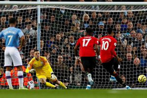 Thua 1-2 trước MU, Man City kém ngôi đầu của Liverpool 14 điểm