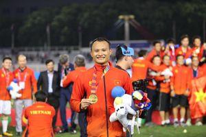 Bố Trọng Hoàng chúc mừng con trai và đội U22 Việt Nam