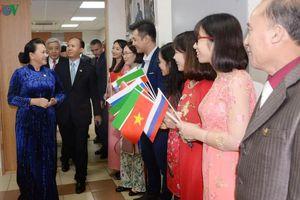 Chủ tịch Quốc hội quan tâm tới dạy tiếng Việt ở nước ngoài