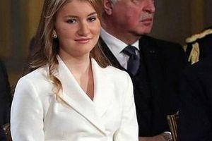 Nhan sắc xinh đẹp cùng quyền lực tuyệt đối của cô gái 18 tuổi gánh trên vai vận mệnh của hoàng gia Bỉ