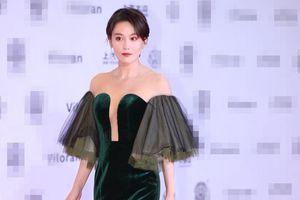 Trương Hinh Dư mặc váy xẻ sâu trên thảm đỏ
