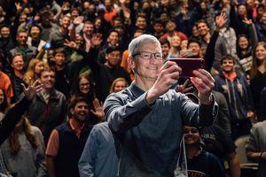 CEO Apple Tim Cook: 'iPhone của Apple không hề tẻ nhạt và cũ kĩ'