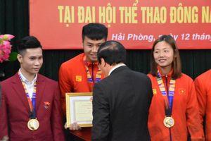 Thủ môn Nguyễn Văn Toản cùng các VĐV Hải Phòng đạt huy chương SEA Games 30 được thưởng lớn