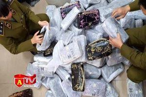 Phát hiện hàng trăm túi xách giả nhãn hiệu nổi tiếng tại huyện Phú Xuyên