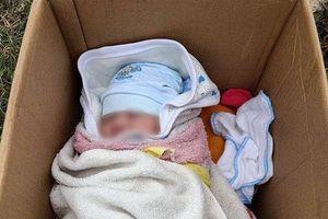 Hà Nội: Xót xa bé gái 15 ngày tuổi bị bỏ rơi vì 'hoàn cảnh khó khăn không nuôi được cháu'
