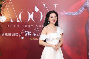 Phạm Thùy Dung hát 'rock' cùng Tùng Dương trong 'The phantom of opera'