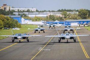 Nga mang Su-57 ra trình diễn 'Voi Đi Bộ' sau nhiều năm đợi chờ mòn mỏi