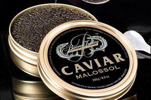 Trứng cá tầm muối Caviar -món ăn gắn với tầng lớp 'danh gia vọng tộc'