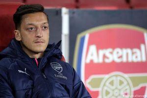 Bài thơ của Mesut Ozil và việc Đài Truyền hình Trung ương Trung Quốc hủy phát sóng trận cầu tâm điểm giải Premier League đêm Chủ nhật 15/12