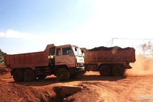 Nhà thầu vô tư sử dụng xe 'hết đát' thi công đường ở Đắk Nông