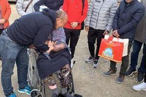 Thày Park về quê thăm mẹ gần 100 tuổi