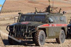 Nga bọc giáp cho xe tuần tra, chống gạch đá người Kurd