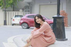 Vẻ đẹp trong sáng của nữ sinh Việt gây sốt báo ngoại