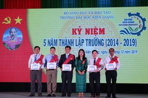 7 cán bộ ĐH Kiên Giang nhận Huân chương Hữu nghị Campuchia