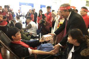Hàng nghìn người tham gia hiến máu tại Chương trình Chủ nhật đỏ