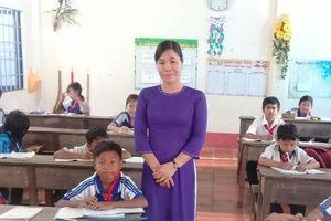 20 năm dạy học nơi vùng sâu giờ mới có điều kiện mặc áo dài lên lớp