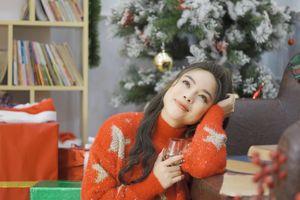 Sao Mai Diệu Ly ra mắt MV Giáng sinh tặng người yêu