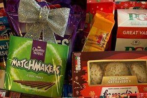 Cậu bé 6 tuổi tiết kiệm tiền mua quà tặng các sĩ quan cảnh sát