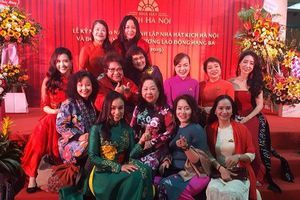 Dàn nghệ sĩ gạo cội rộn ràng trong lễ kỷ niệm 60 năm Nhà hát Kịch Hà Nội