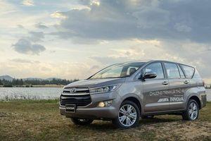 Toyota Innova đại hạ giá, kịch chiến với đối thủ Mitsubishi Xpander