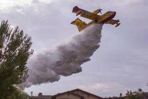 Australia khốn khổ dập lửa, máy bay chữa cháy lại đang 'ngủ đông'