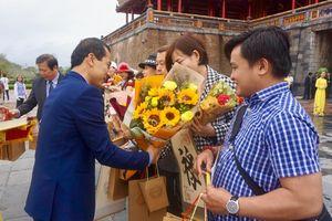 Đón những vị khách đầu tiên đến Thừa Thiên – Huế dịp năm mới 2020