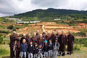 Tịnh thất Bồng Lai Đức Hòa – Long An: Đại 'gia đình' giả sư đẻ con thật!