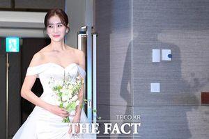 Nữ phụ 'Ngôi nhà hạnh phúc' Han Eun Jung xinh đẹp rạng rỡ trong ngày cưới