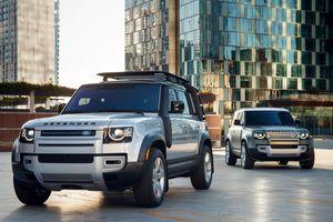 Land Rover Defender 2020 khoe công nghệ kết nối 2 smartphone cùng lúc