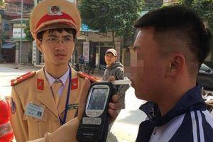 1 học sinh ở Hà Nội vi phạm nồng độ cồn bị CSGT lập biên bản xử phạt