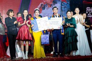 Hà Lan 'Mắt Biếc' ngồi ghế giám khảo cuộc thi sắc đẹp cho sinh viên tại Đà Nẵng
