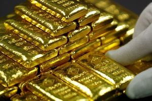 Giá vàng tăng mạnh, có nên mua vào?
