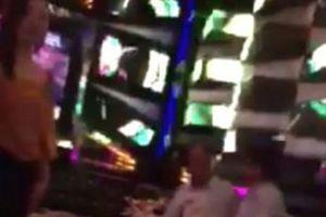 Lãnh đạo VKSND hát karaoke trong giờ làm: 'Hát nhưng không ôm'