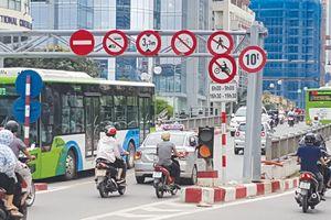 Hà Nội tiếp thu phản ánh, rà soát các biển báo giao thông
