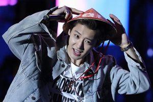 Chanyeol (EXO) đội nón lá nói 'anh yêu em' ngay trên đất Việt, bảo sao fangirl Việt mất hết liêm sỉ tranh nhau nhận làm chồng!