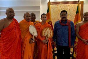 Đại đức Dhammananda Thích Phước Ngọc dẫn đoàn Chư Tôn đức Ban Tuyên dương Khen thưởng Phật giáo Chính phủ Sri Lanka hội kiến Tân Thủ tướng Mahinda Rajapaksa