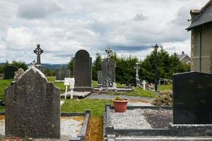 Kỳ bí huyệt mộ chữa bệnh tại Bắc Ireland