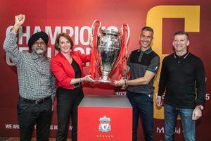 Cựu danh thủ Liverpool Luis Garcia giới thiệu cúp Champions League ở Việt Nam