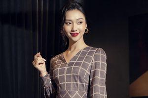 Những mẫu váy thanh lịch cho nàng mùa lễ hội