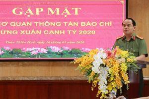Phóng viên Báo CAND được Công an tỉnh Thừa Thiên Huế tặng giấy khen