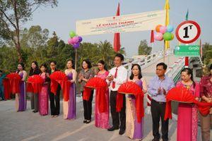 Khánh thành cầu Phú Thạnh A và tặng học bổng cho trẻ em Vĩnh Long